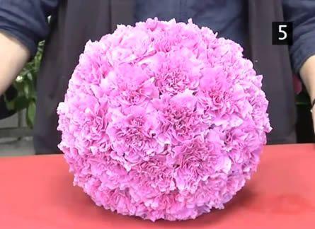 Como Fazer Bola de Flores 14