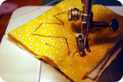 costurando letra em tecido