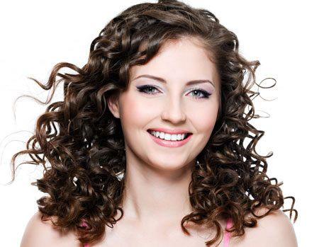 Como modelar cabelos cacheados 1