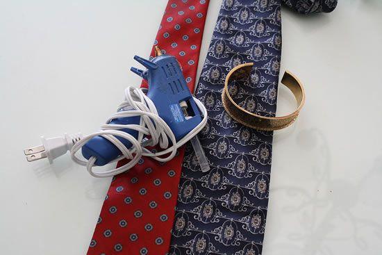materiais e ferramentas para montar bracelete de tecido