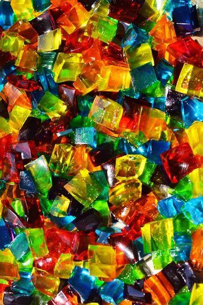 Gelatina em cubinhos coloridas