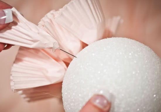 Decoração para casamento com forminhas de papel