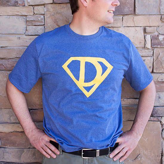 Camisa pintada com papel freezer