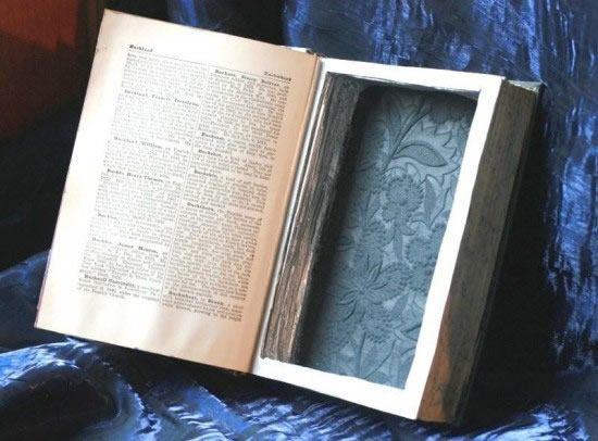 Livro com cavidade revestida para virar uma caixinha