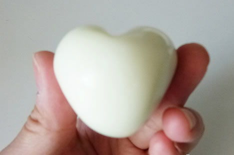 Decoração com ovos em forma de coração