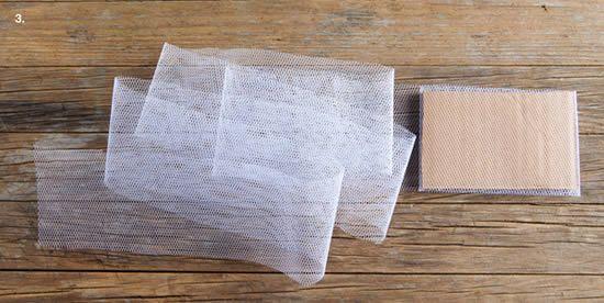 Papelão e tule