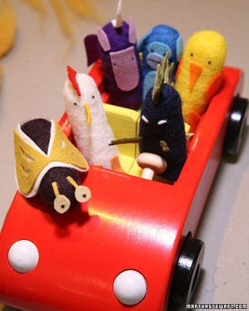 Brinquedinhos e bonecos feitos com feltro