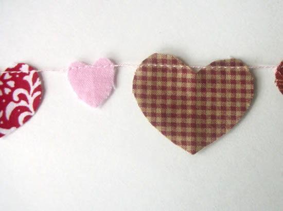 Corações de tecido costurados