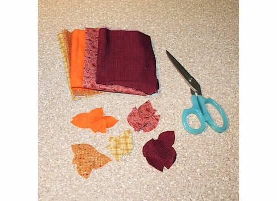 Cortando folhas de tecido