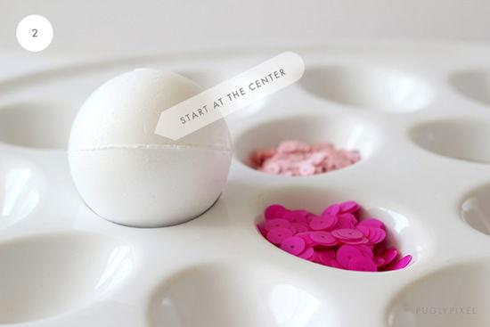 Miçangas e contas para decorar a bola de isopor
