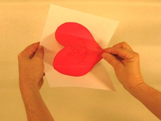 Como fazer cartão com coração de papel