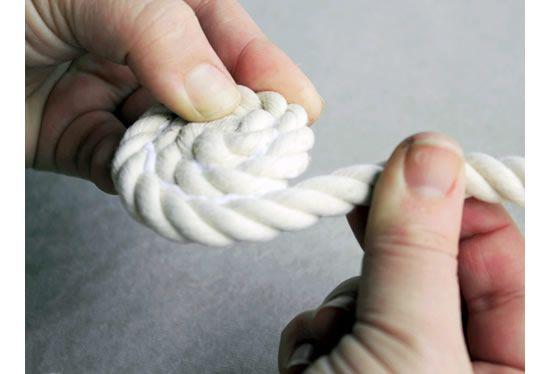 Enrolando a corda com cola