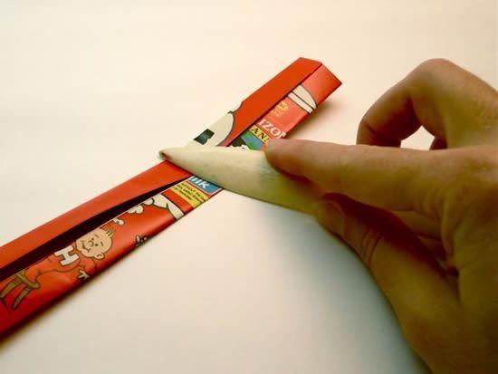 Como fazer pingente com papel de revista