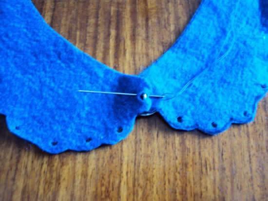 Costurando botão no feltro