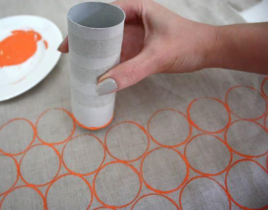Decorando a bolsa de tecido com tinta