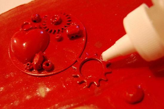 Colando os trecos pintadinhos na base