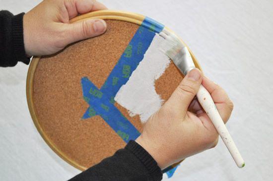 Pintando o bastidor com tinta acrilex