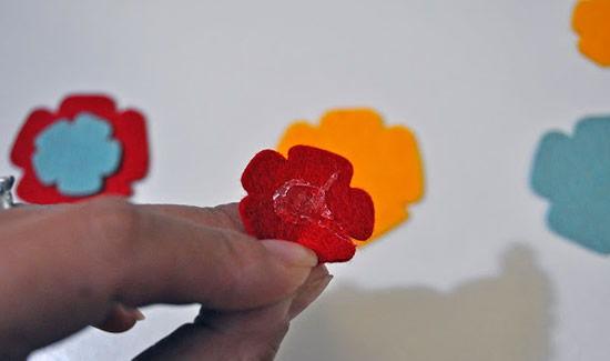 Processo de criação da flor de feltro
