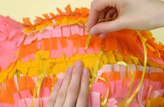 Porquinho com papel crepom para decoração