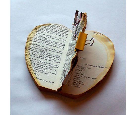 Deixando o livro velho secar para fazer a decoração
