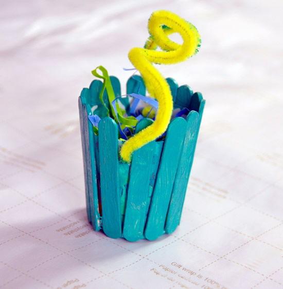 Artesanato para crianças com reciclagem de palitos de picolé