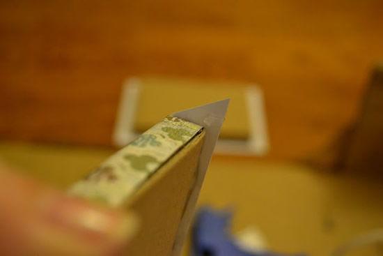 Encapando o bloquinho de papelão