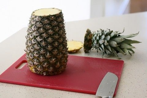 Fazendo decoração para bolo com abacaxi