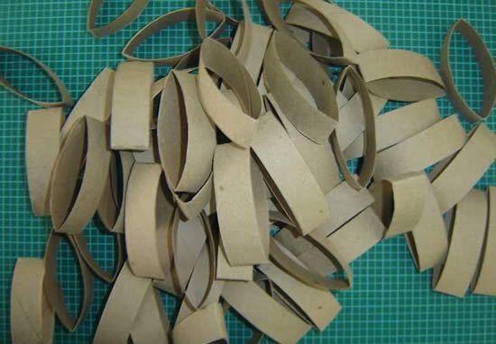 Rolinhos de papelão cortados para fazer decoração