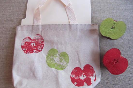 Decorando as sacolas reciclaveis