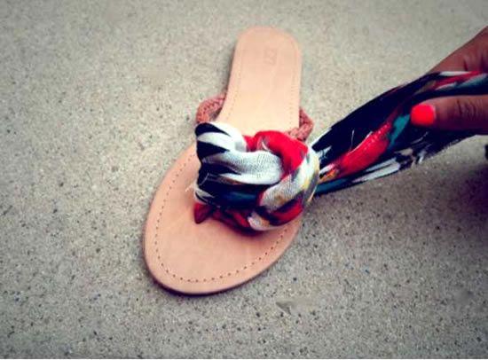 Personalizando sandalia com tecido
