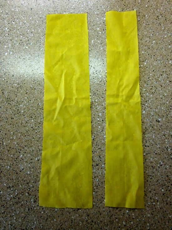 Duas tiras de tecido para fazer diadema