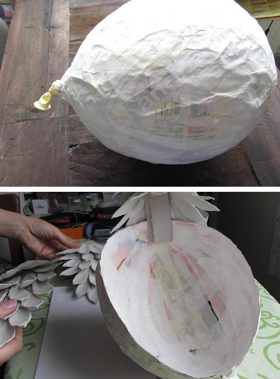 Corpo do galo artesanal de papelão com jornal