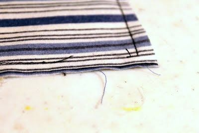 Costurando gravata com tecido