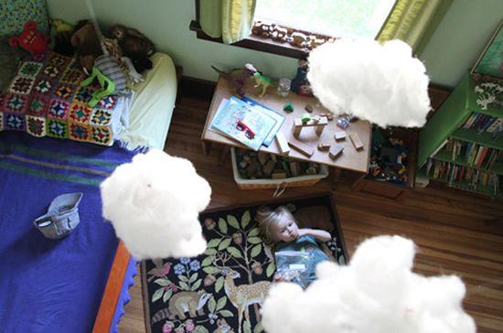 Decoração para quarto infantil com nuvens feitas de algodão