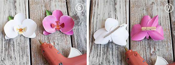 Colando a flor de orquidea de papel