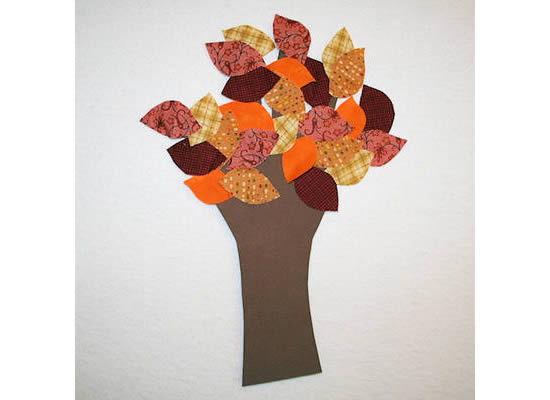 Arvore feita com papel e tecido