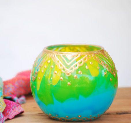 Jarro colorido feito com tinta acrílica