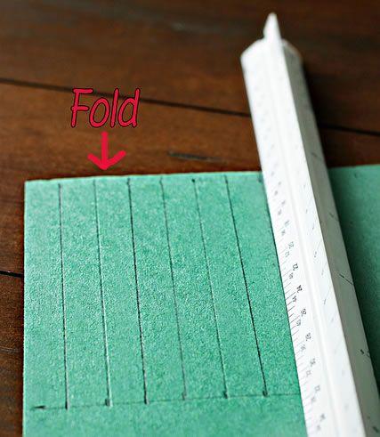 Marcando a cartolina com linhas