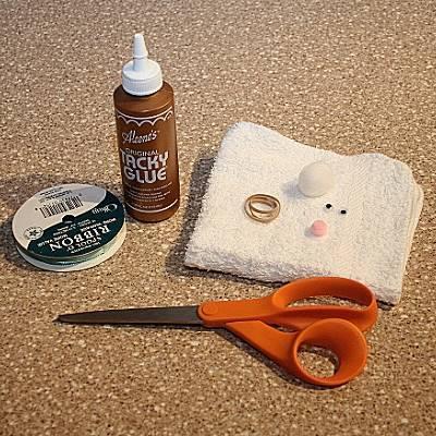 Materiais para fazer coelho de tecido