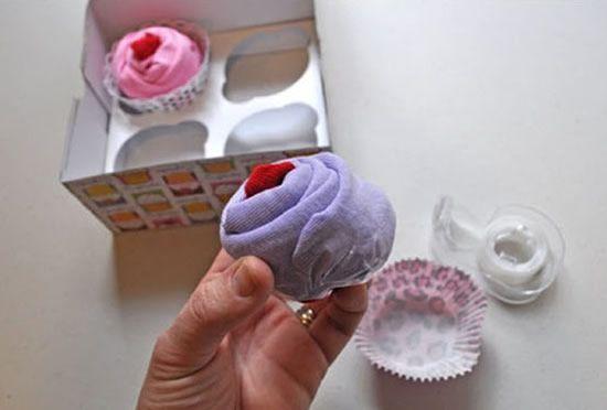 Surpresa para mamãe de primeira viagem com cupcake de tecido