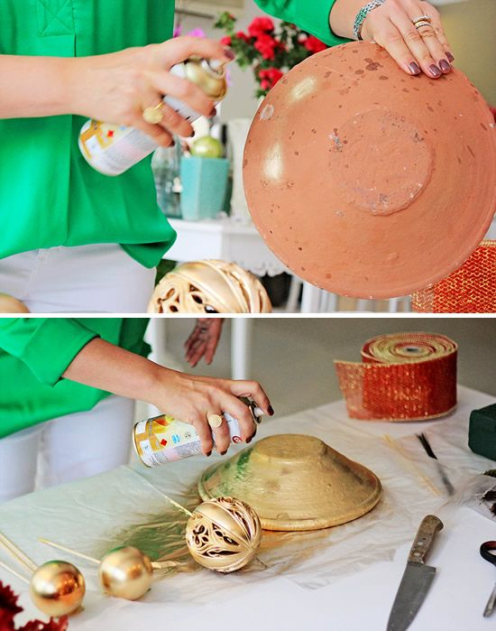 Pintando o jarro de barro para o arranjo natalino