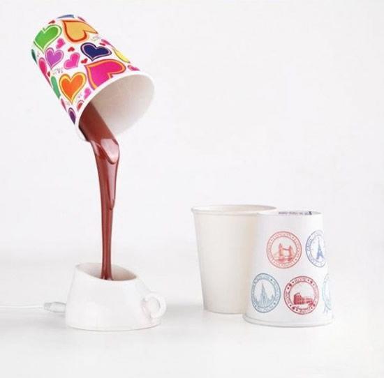 Luminária que imita café caindo que liga na USB