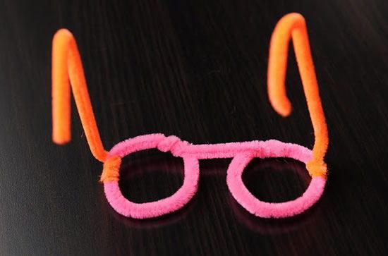 Óculos feito com limpadores de cachimbo
