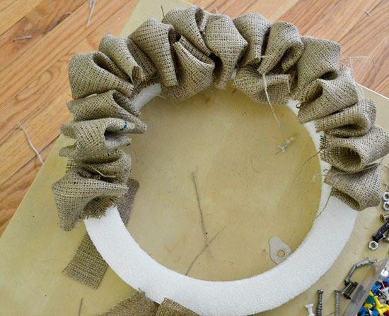 Guirlanda quase pronta, feita de juta e anel de espuma