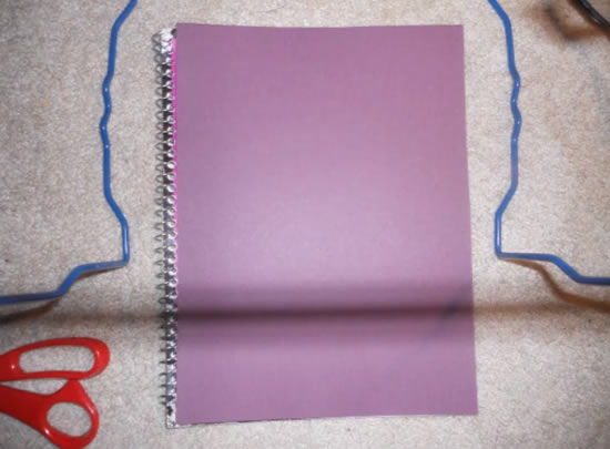 Cartolina ou papel colorido para decorar a capa do caderno
