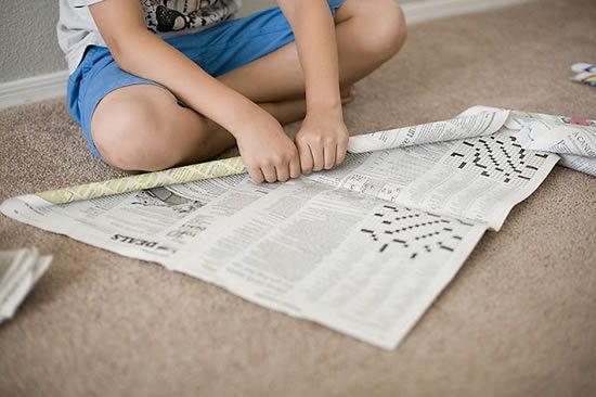 Como fazer artesanato para crianças com jornal