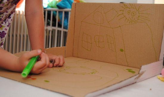 Criando uma brincadeira infantil com caixa de papelão