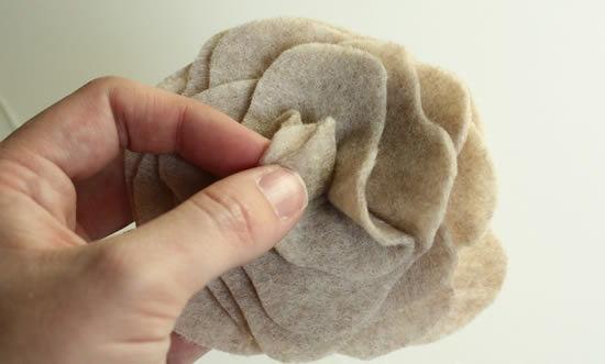 Passo a passo para fazer flor de tecido