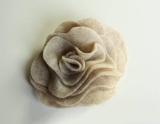 Criando a flor com tecido de maneira super fácil