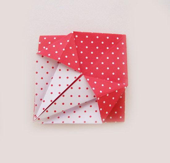 Caixa de papel feita com a técnica de origami
